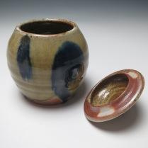lidded jar and lid